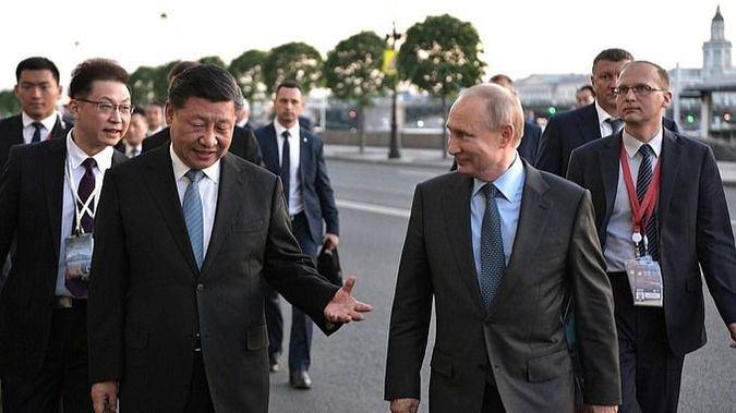 11214_JCZ-EXTERIOR-xijinping-putin-kremlin_thumb_675