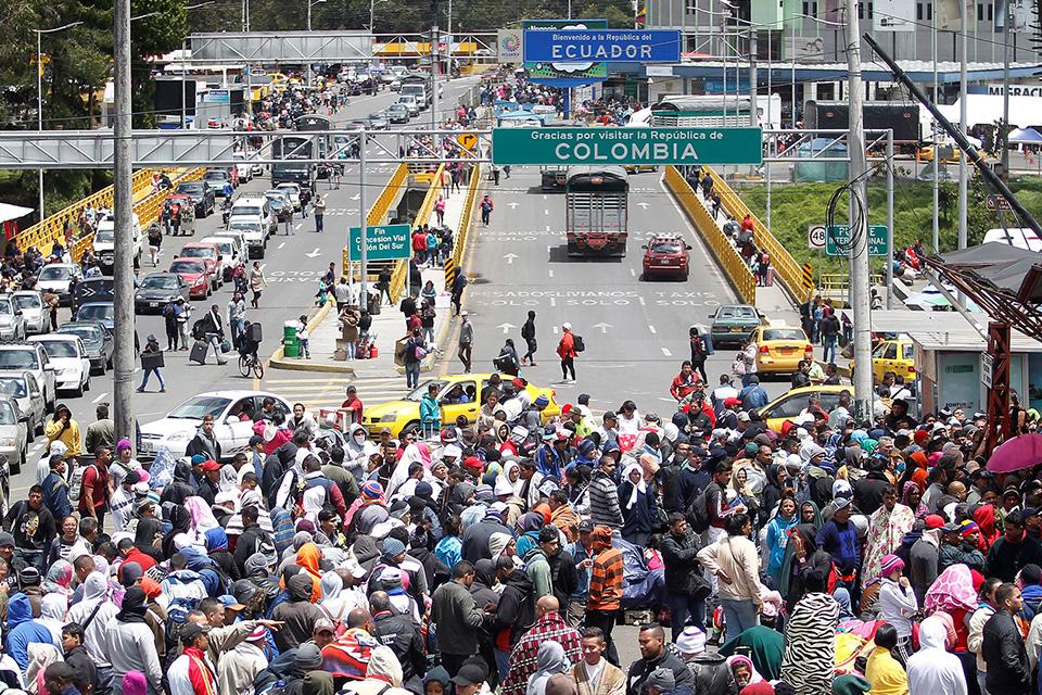 Venezolanos-emigrando-a-Ecuador.jpg